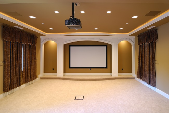 Projector vs. Flat Screen: Which Screen Gives You More Options?